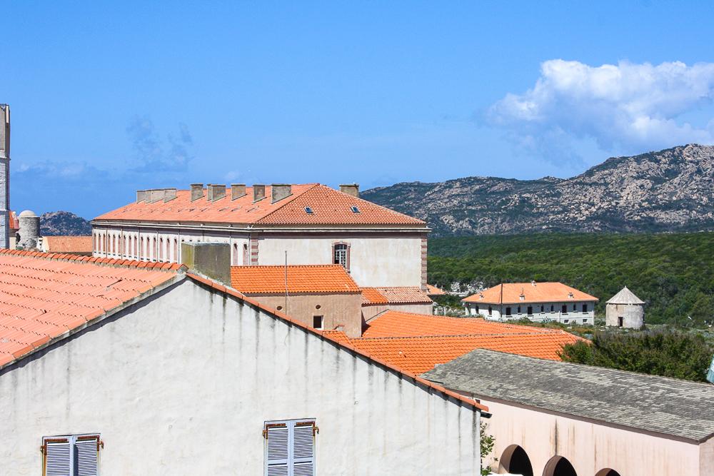 Vente appartement dans la vieille ville de bonifacio for Appartement de ville